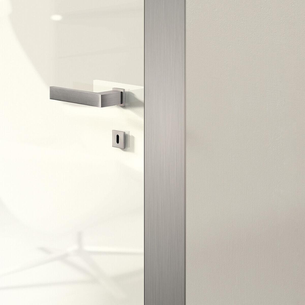 Iki - dettaglio porte interne legno laccate bianche